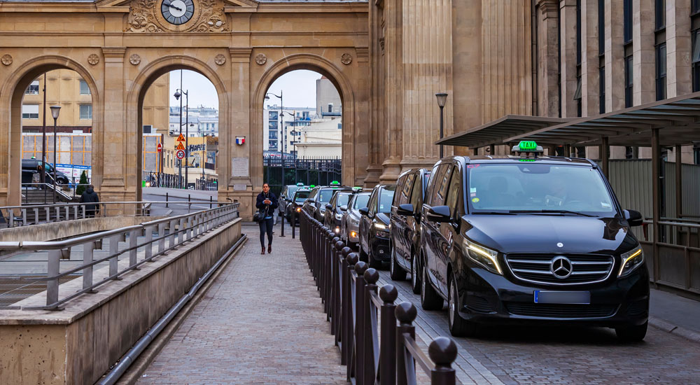 file de taxis dans paris